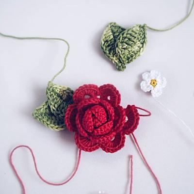 вязаная роза крючком схема смехы Амигуруми вязание крючком ажурная роза